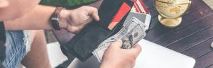 Cómo Vencer Las 3 Principales Creencias Falsas Que Limitan Nuestra Interacción Positiva Con El Dinero y Nos Impiden Alcanzar La Prosperidad y Abundancia Económica Que Merecemos